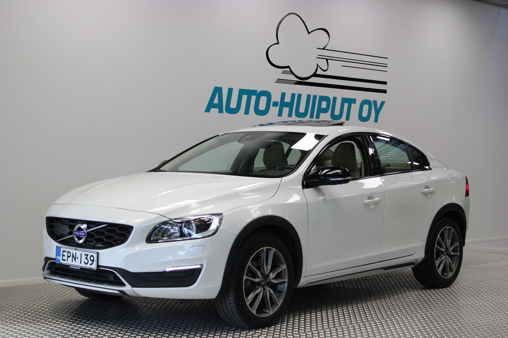 Volvo - S60 Cross Country